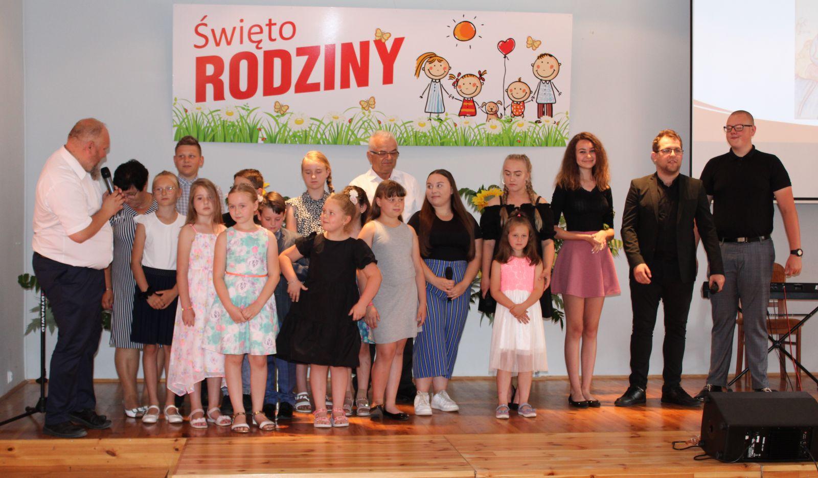 Zdjęcie uczestników wydarzenia Święto Rodziny.